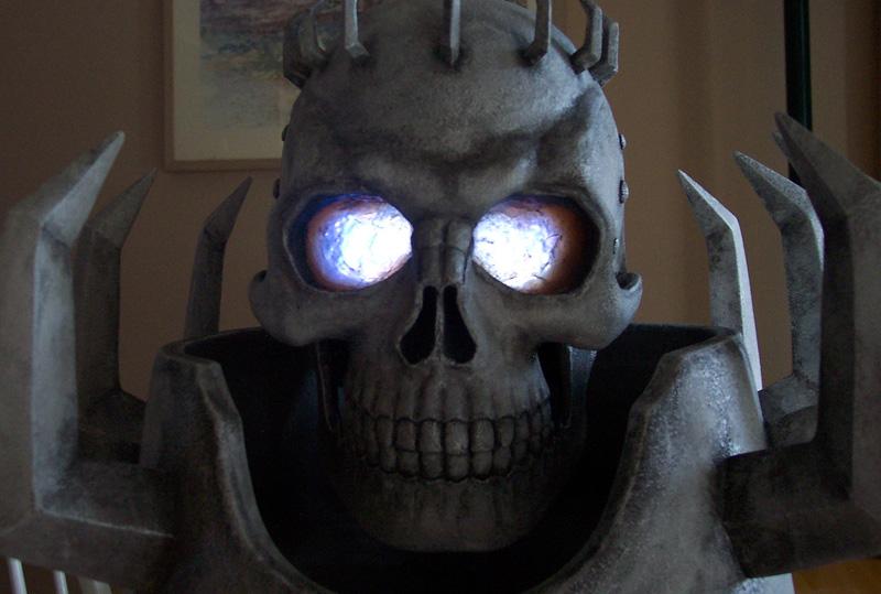 http://www.berserkstatues.com/skdotnet/helmets/skdark1.jpg